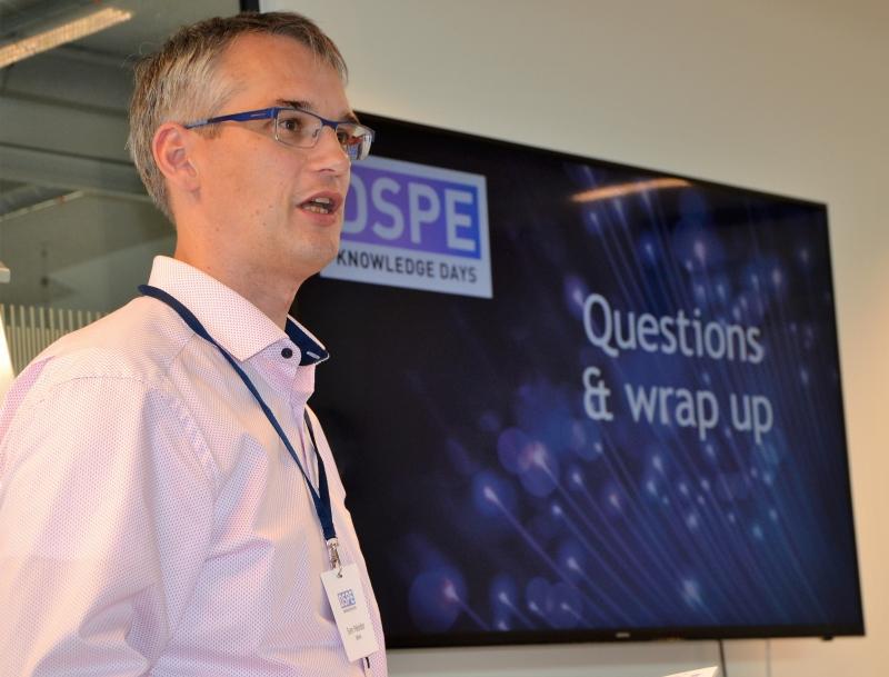 Sven Pekelder leads the session